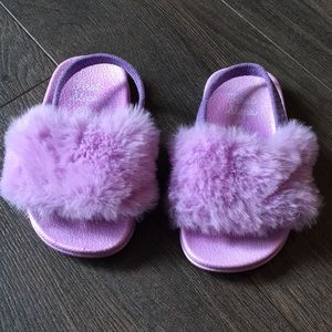 👟2 for $20👟 First Steps Fuzzy Slides, size 4